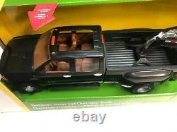 Camion Tomy Big Farm Chevy Avec Stee Et Remorque 1/16 Échelle (lp55403)