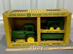 John Deere 4440 4450 Tractor Utility Shed Set W Skid Steer Wagon 116 Ertl Farm
