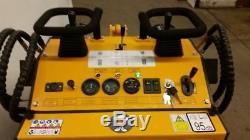 Mini Mini Chargeuse New Champ Unilift Gaz Briggs Pneus Skidsteer Peinture Dommages